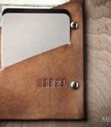 mens-leather-wallet-minimal-bifold_brown-0060